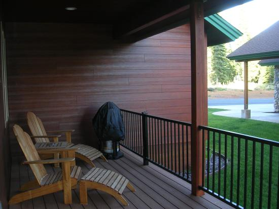 Bailey Creek Cottages: Non-view cottage balcony