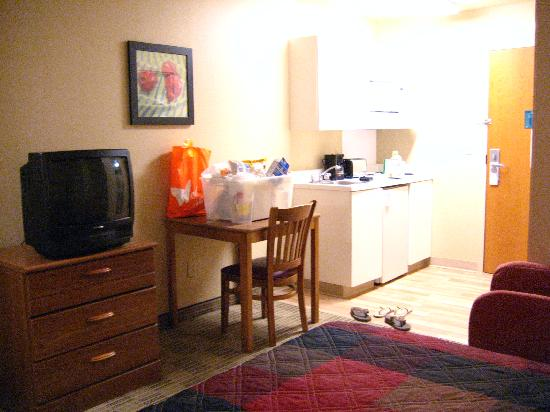 Extended Stay America - Austin - Round Rock - North: That's my husband in the reflection (TV). Fear not.
