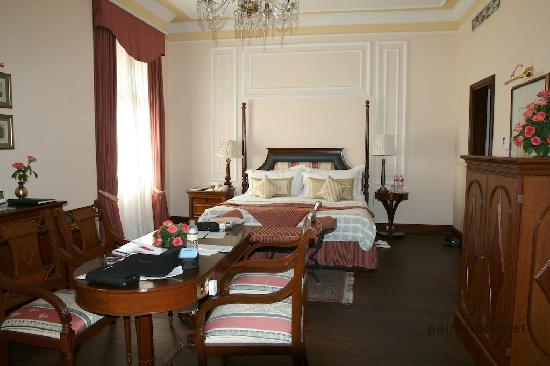The Oberoi Grand: Room 128