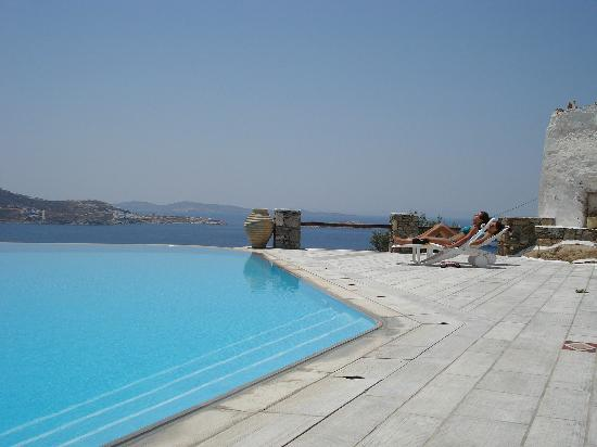 Vencia Hotel: Million dollar view infinity pool