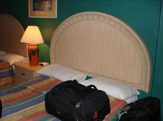 Chaconia Hotel: Bed