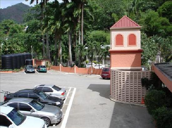 Chaconia Hotel: View of Parking Area