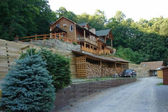 Trout House Village Resort: Eagles View cottage