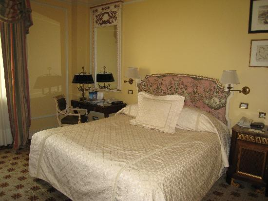 Hotel Grande Bretagne, A Luxury Collection Hotel: loved the toile fabric in our room
