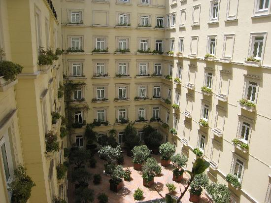 Hotel Grande Bretagne, A Luxury Collection Hotel: courtyard view