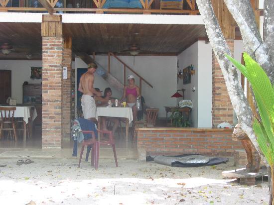 Casa Cecilia: ocean side