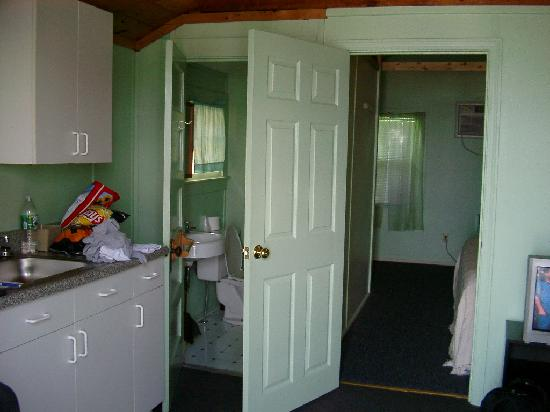 Half Moon Motel & Cottages : Front Room