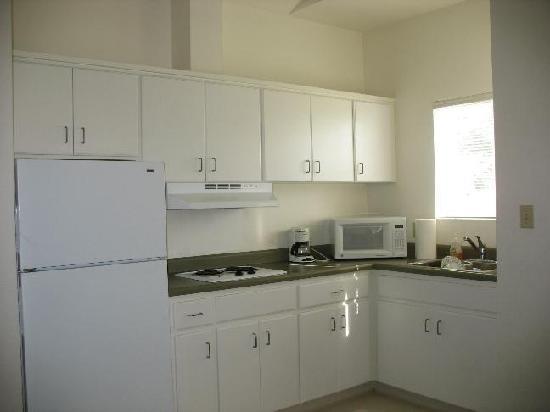 Firebaugh Riverfront Inn: Kitchen