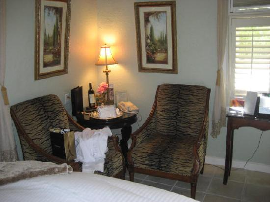 Honor Mansion, A Wine Country Resort: 1st floor of Tower Suite