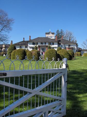 The Briars Resort & Spa: The Briars, facing Lake Simcoe.