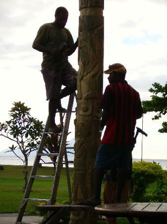 Rapopo Plantation Resort: post carving on main building