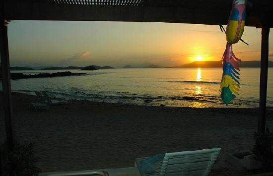 Antilles At Sapphire Beach Resort: view of sunrise from condo