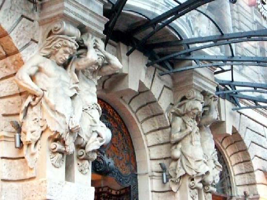 Boscolo Budapest, Autograph Collection : Facade at the Entrance, very Art Noveau indeed!