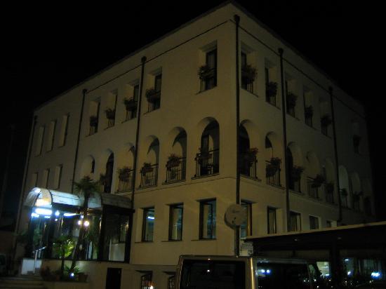 Hotel Socrate : Building