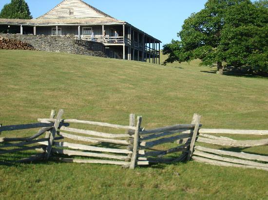 Bluffs Lodge: View of Lodge