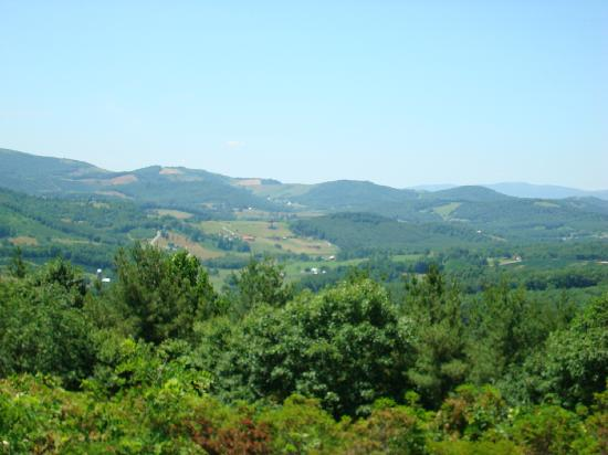 Bluffs Lodge: view from Lodge
