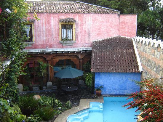Hotel Palacio de Dona Beatriz: View of the hotel pool from the room