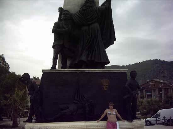 Hisaronu, Turquía: fethiye harbour monument