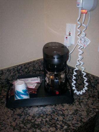 Sleep Inn And Suites: coffee maker and blow dryer
