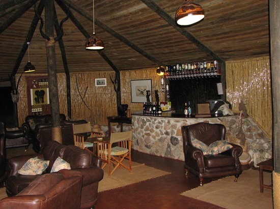 Ruaha River Lodge: Lounge area