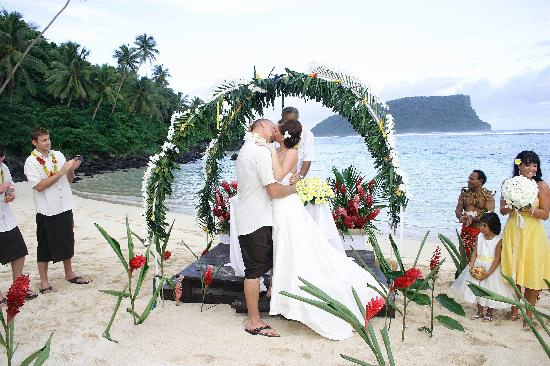 Litia Sini Beach Resort: getting married