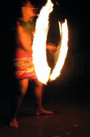 Litia Sini Beach Resort: fire dancing - fia fia
