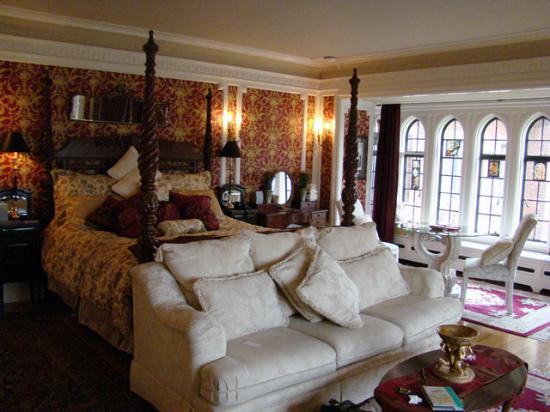 Thornewood Castle Inn and Gardens: Presidential Suite 1