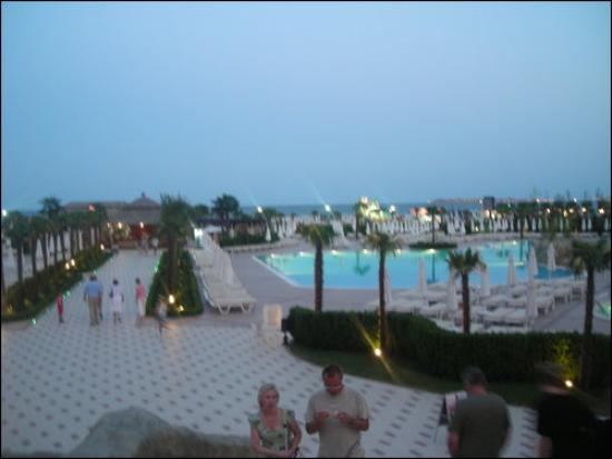 DIT Majestic Beach Resort: Pool at night time
