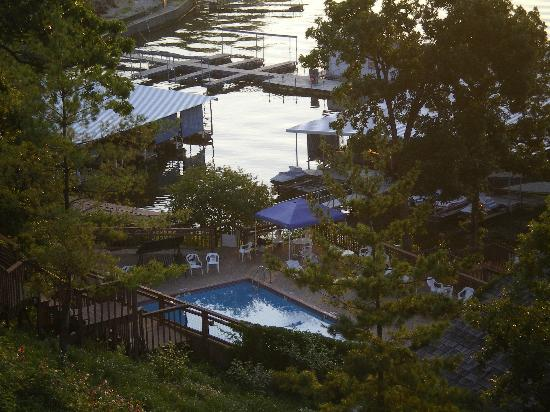 Inn At Grand Glaize: Pool and dock area
