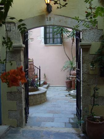 Casa Leone Boutique Hotel : Entrance to the hotel