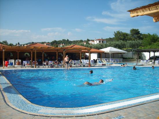 Metamorfosi Bungalows: Pool mit Poolbar