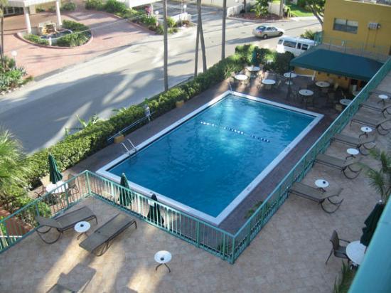 Best Western Plus Oceanside Inn: Pool from 5th floor