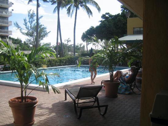 Best Western Plus Oceanside Inn: pool from my room