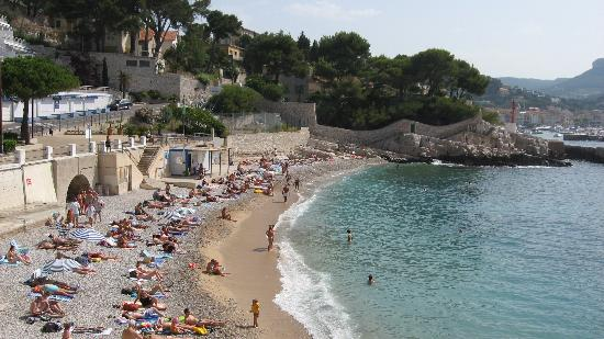 Nearest beach to hotel picture of les roches blanches for Cassis france hotels