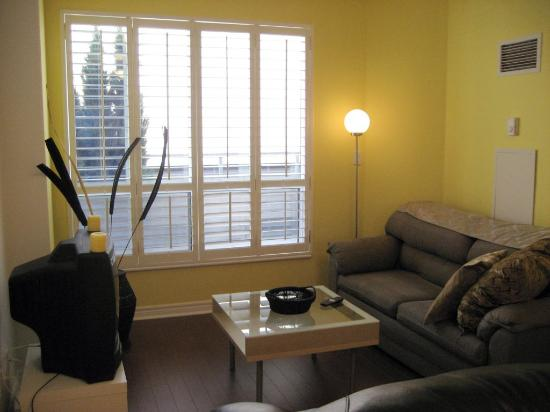 Canada Suites Toronto Furnished Rentals: living room was cozy