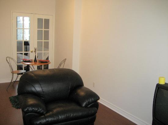 Canada Suites Toronto Furnished Rentals: furniture was nice and comfy