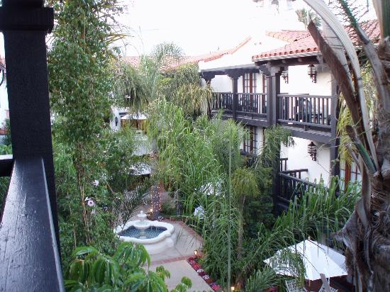 Best Western Plus Carpinteria Inn: View of Courtyard from our room