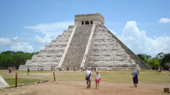 Coral Mar: Chichen Itza pyramid