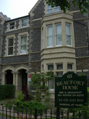 Beaufort Guest House: B&B entrance from road
