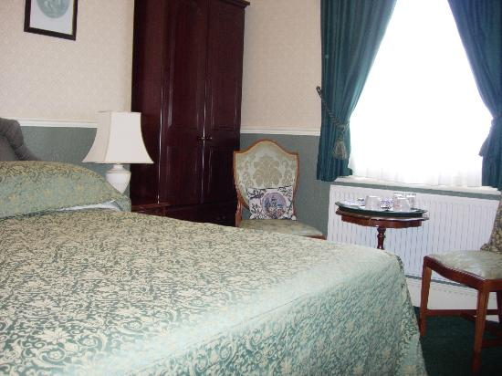 Beaufort Guest House: Room was small but very elegently decorated
