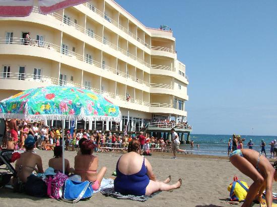 El Medano Hotel: hotel from the beach