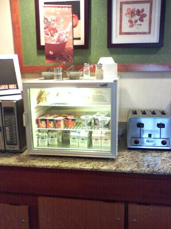 Fairfield Inn & Suites Tampa North : breakfast bar, yogurt and milk