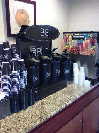 Fairfield Inn & Suites Tampa North : coffee and flavored creamer and real half n half