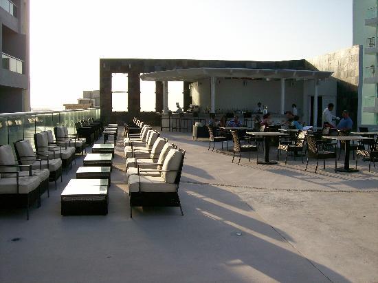 Sun Palace: The Oriental Lounge