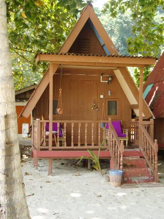 Marang, Maleisië: Beach front chalet at RM50/night