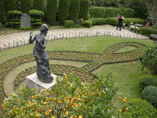 Chin Pao San : Landscaped garden at Teresa Teng's grave, Jinshan, Taipei County