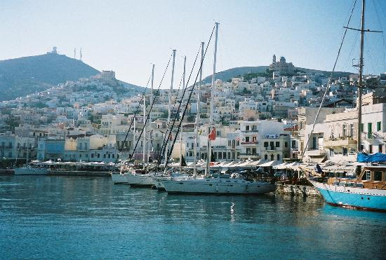 Guest House Ipatia: syros boat harbor
