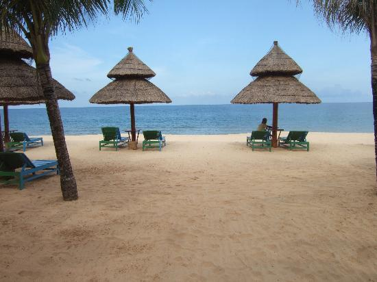 Sasco Blue Lagoon Resort: The beach - just like something you see in a postcard ...