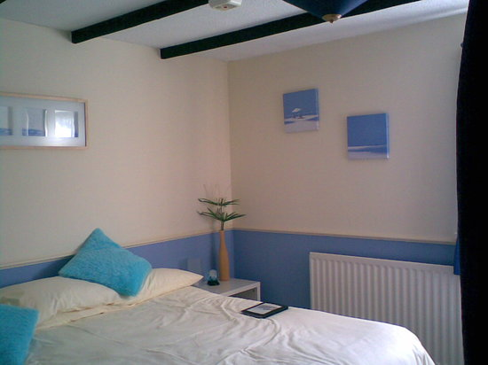 Waterways Cottage: The Blue room