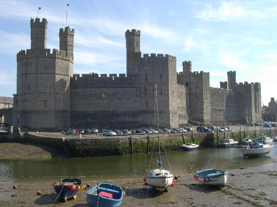 Bron Menai Guest House: Caernarfon castle - hopefully the tide will be in while you're there!